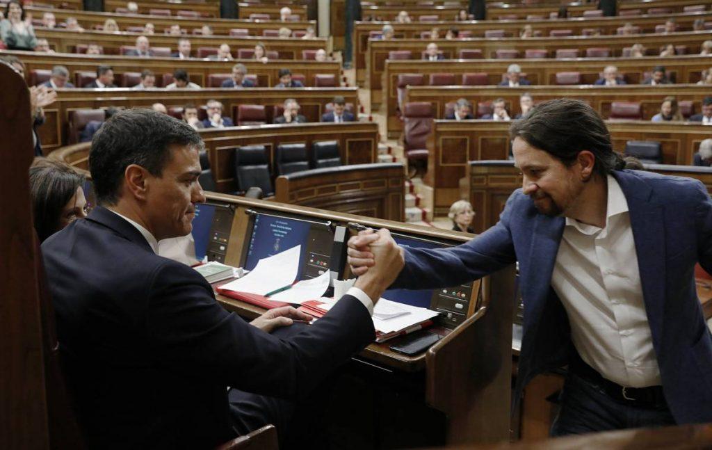 """Лидерът на испанските социалисти Педро Санчес (вляво) и водачът на """"Подемос"""" Пабло Иглесиас. Снимка: El Pais"""