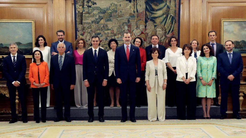 Испанският крал Фелипе Шести прие целия състав на новото правителство начело с премиера Педро Санчес. Снимка: El Pais