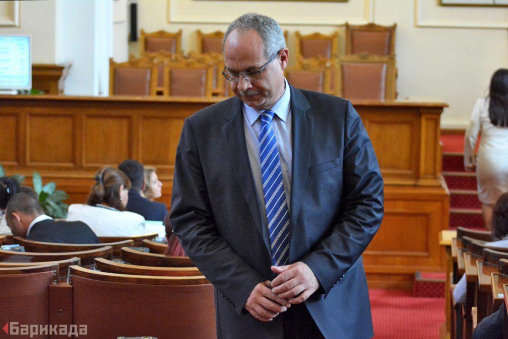 Бившият депутат от ГЕРБ Антон Тодоров стана обект на дискусия по време на вота на недоверие.