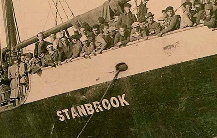 """Испанските републиканци на борда на """"Станбрук"""", нежелани от френските власти в Оран през 1939 г. Снимка: El Pais"""