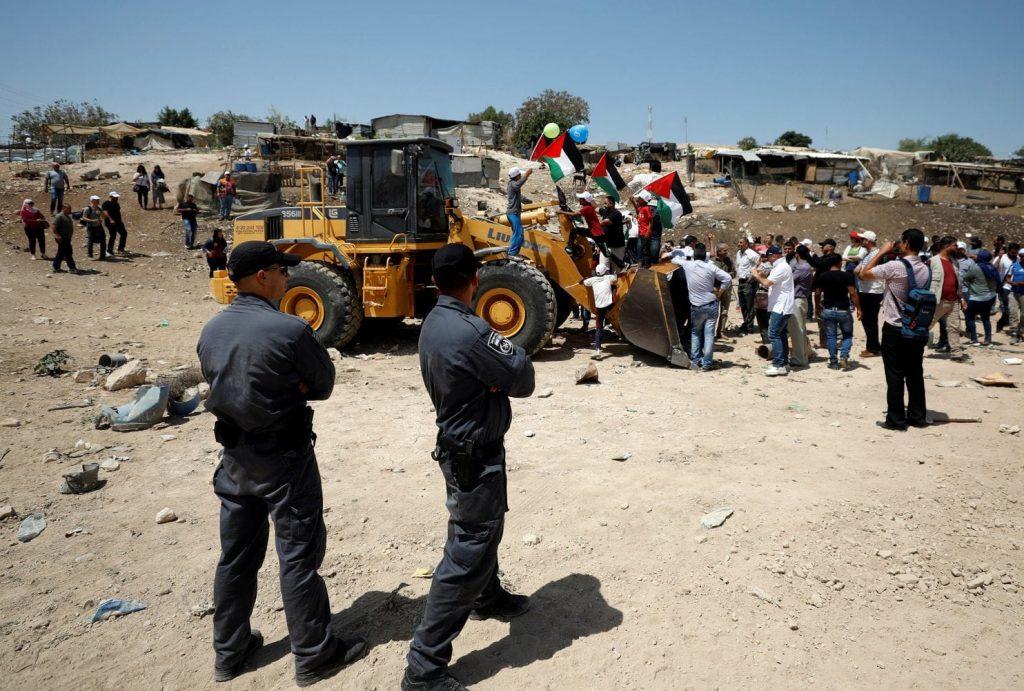 Палестинци протестират срещу планираното разрушаване. Снимка: Reuters