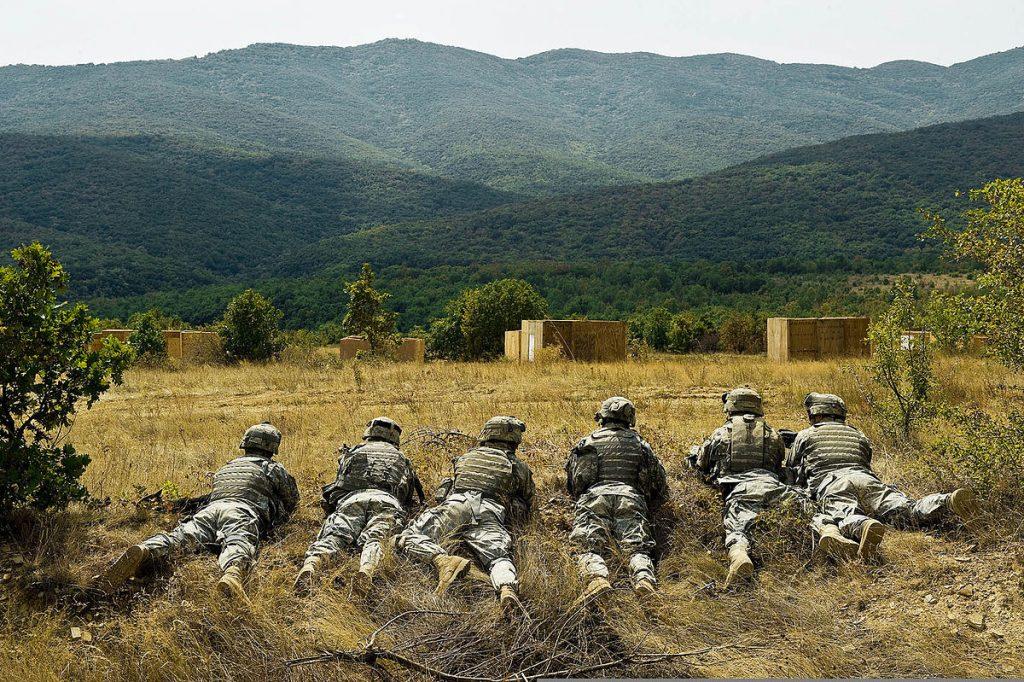 Отделение от Втори кавалерийски Страйкър полк на американската армия на учение в полигона Ново село, Сливенско. 3 септември 2009 г. Снимка: Уикипедия