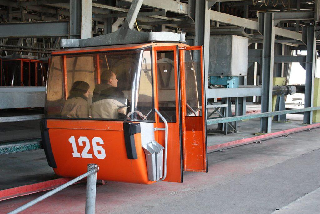 Кабинковият лифт на Симеоново стана сцена на инцидент през 2016 г. Общината може би очаква следващия, за да предприеме нещо относно занемарената инфраструктура на Витоша. Снимка: Wikimedia Commons