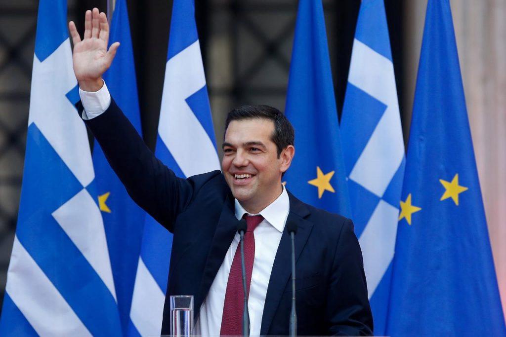 Гръцкият премиер Алексис Ципрас се бе зарекъл да си сложи вратовръзка, след като дълговите проблеми на страната бъдат решени. Тази седмица го направи, но може би е избързал. Снимка: Ройтерс