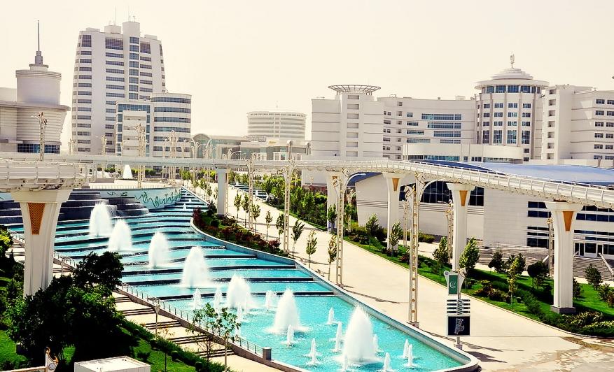 Изглед от центъра на Ашхабад, столицата на Туркменистан. Снимка: orient.tm