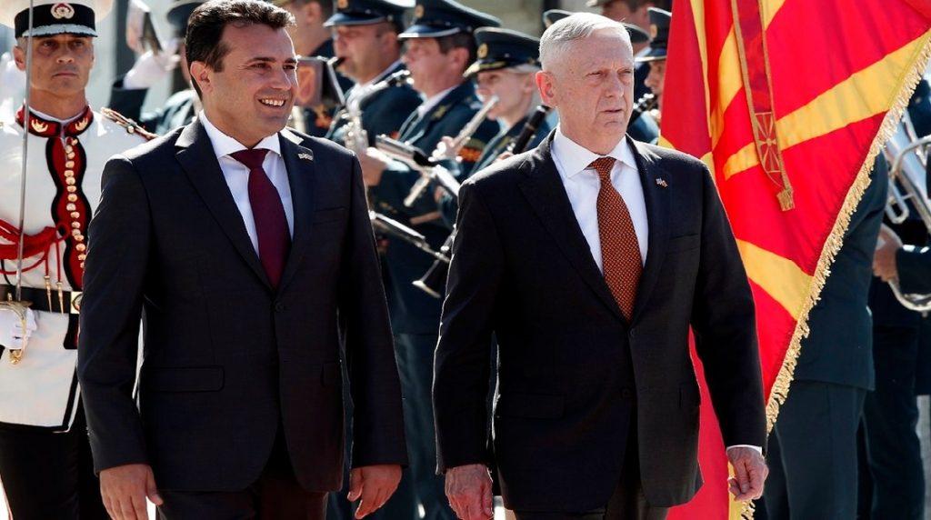 В самолета на път за Скопие, още преди да бъде приветстван от македонския премиер Зоран Заев, военният министър на САЩ Джеймс Матис заговори неофициално пред журналисти и за руски опити за провал на референдума в Македония. Снимка: military times