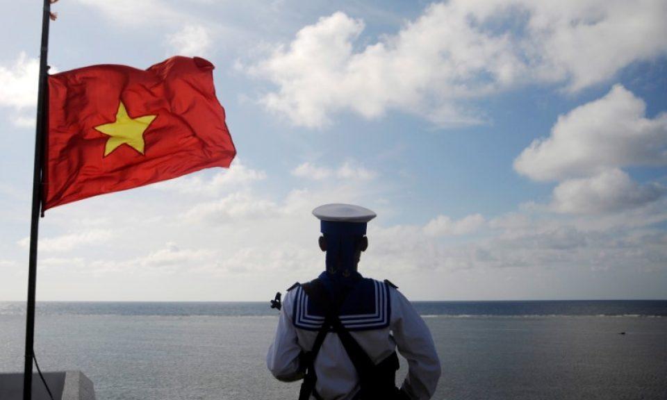 Виетнамски моряк на стража морските простори на родината си. Снимка: Asia Times