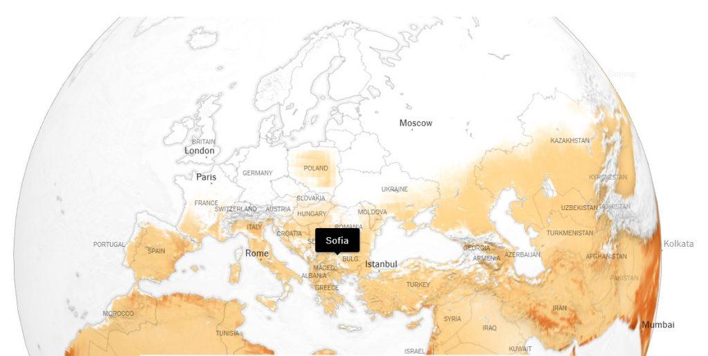 Територията на България попада в тези региони, които ще са изправени пред все повече дни с температури над 32 градуса. Източник: New York Times