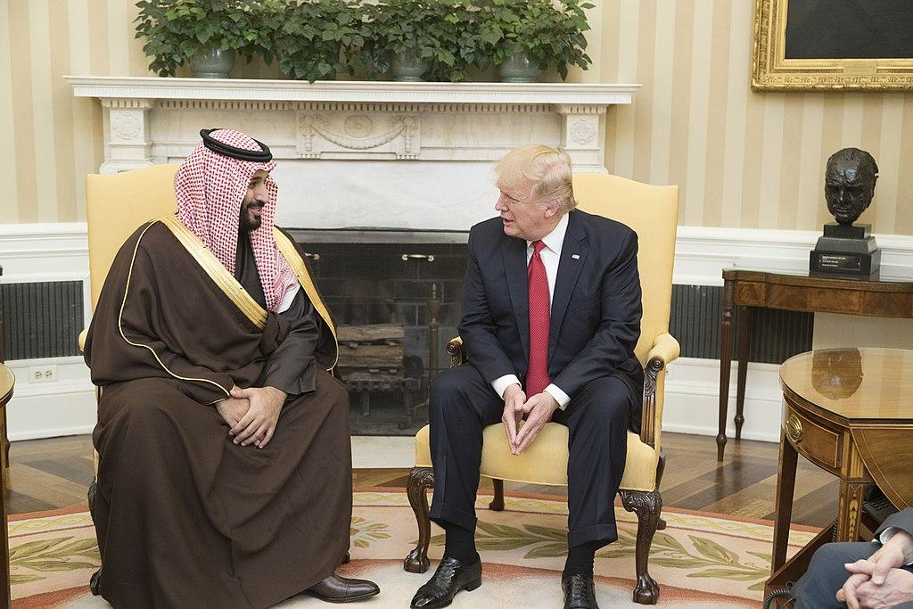 Тръмп си хортува със саудитския престолонаследник. Снимка: Wikimedia commons