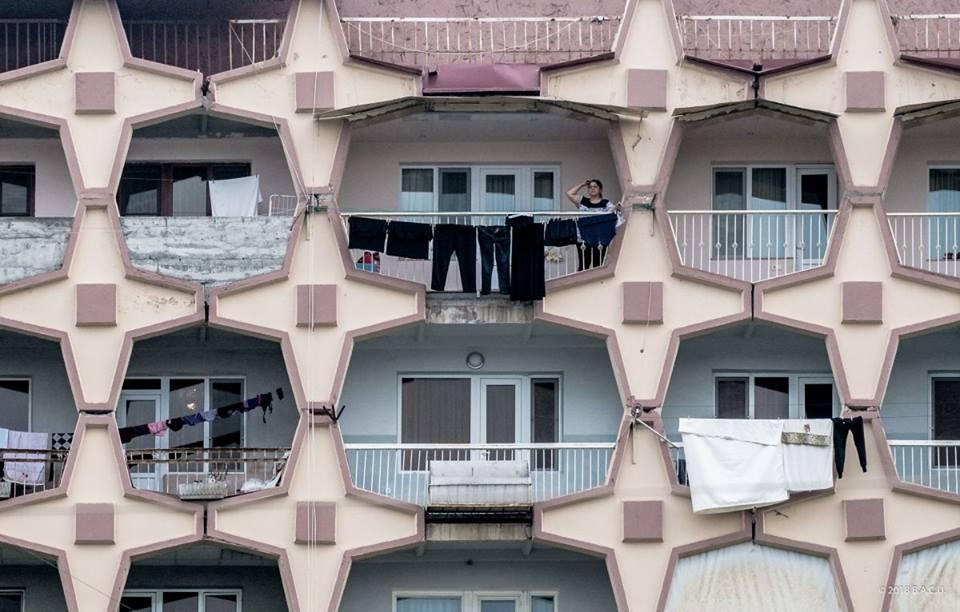 Детайл от жилищен блок в Ереван, Армения, построен през 80-те години на миналия век. Снимка: BACU