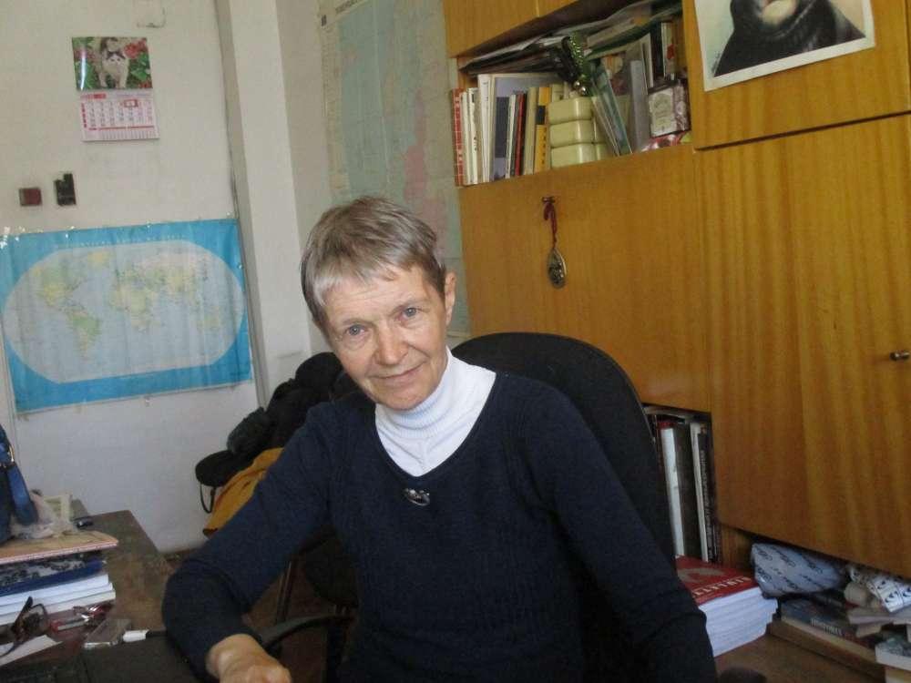 """Проф. Искра Баева в кабинета си в С """"Св. Кл. Охридски"""" по време на разговора. Снимка: Къдринка Къдринова"""