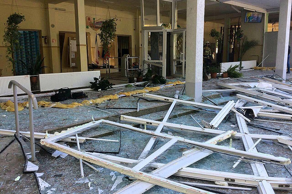 """Тази снимка на очевидец от пораженията на взрива в Политехническия колеж в Керч бе публикувана в """"Комсомольская правда"""""""
