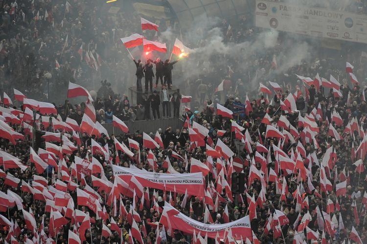 По време на националистическото шествие във Варшава за 100-годишнината на полската независимост. Снимка: PAP