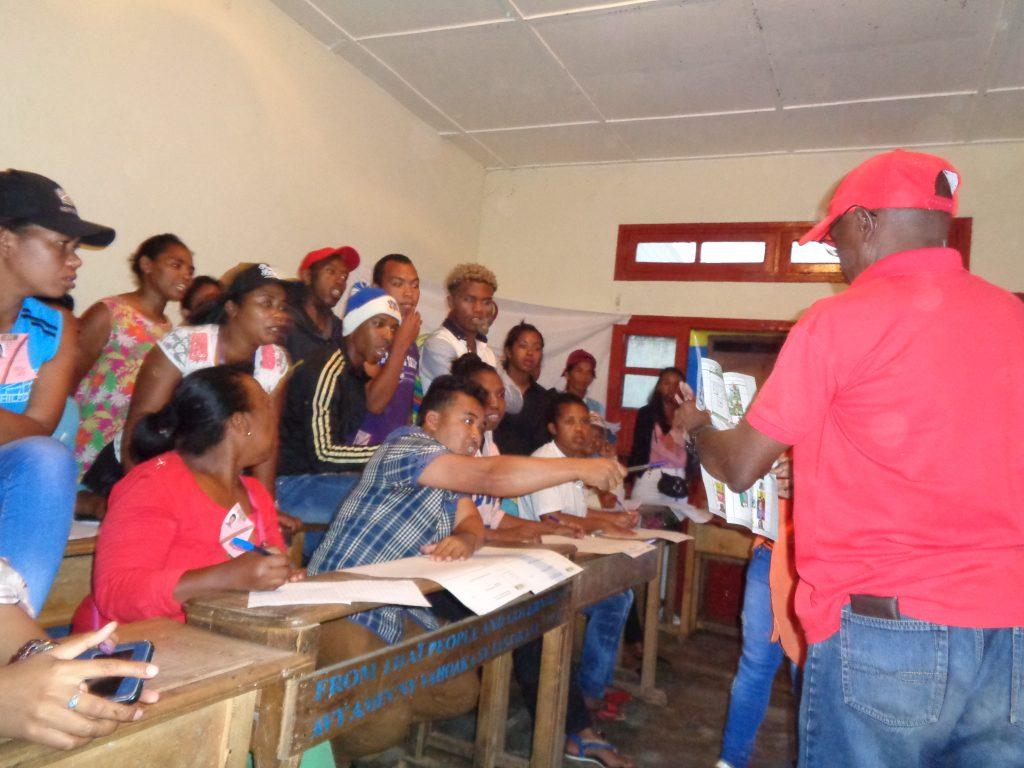Броене на гласове в изборна секция в Атананариво, Мадагаскар. Снимка: Къдринка Къдринова