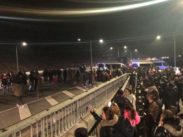 Жители на Перник протестираха и вчера срещу поскъпналия бензин на входно-изходните артерии на града Снимка: www.zapernik.com