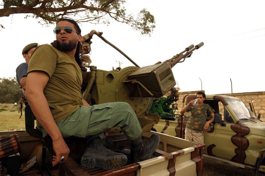 Докато Франция и Италия се борят кой да доминира дипломатическите усилия, всяка групировка в самата Либия се бори за собствените си интереси.