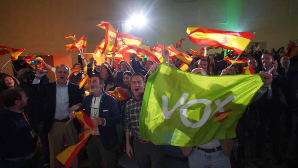 Симпатизанти на Vox празнуват успешното представяне на партията на изборите в Андалусия. Снимка: EFE