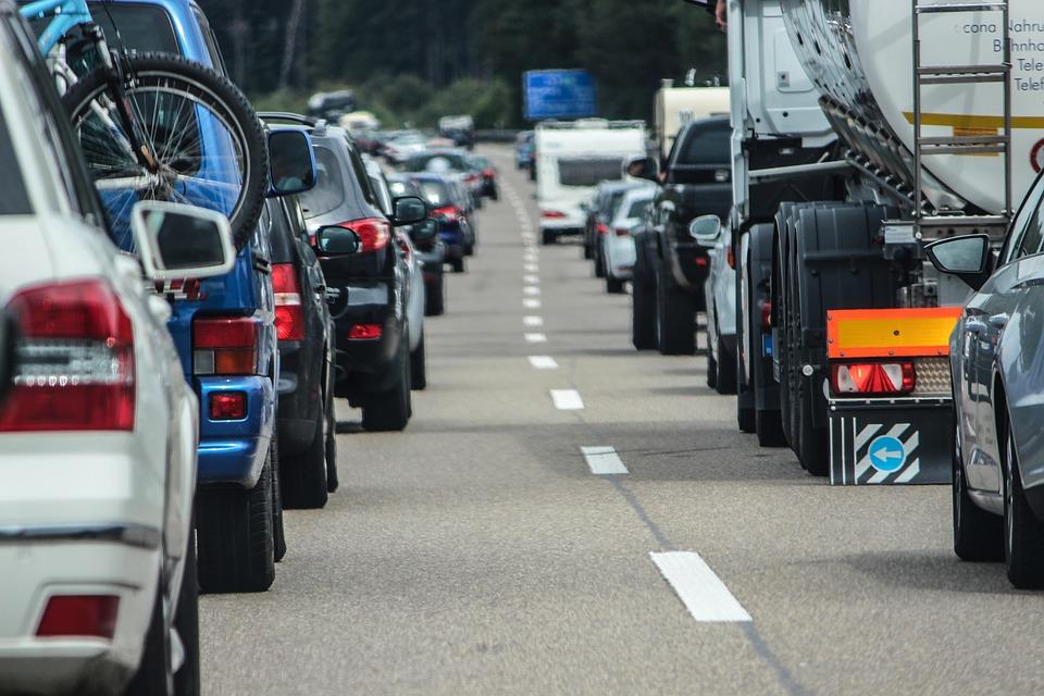 Българите, които усещат влошаване на качеството на въздуха, в повечето случаи го свързват с увеличения автомобилен трафик. Снимка: Pixabay