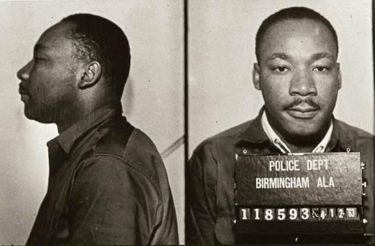 Днес Мартин Лутър Кинг е единствената личност в САЩ, която е почитана с национален празник. Приживе обаче той хупен, преследван и арестуван заради дейността си. Снимка: Wikimedia Commons