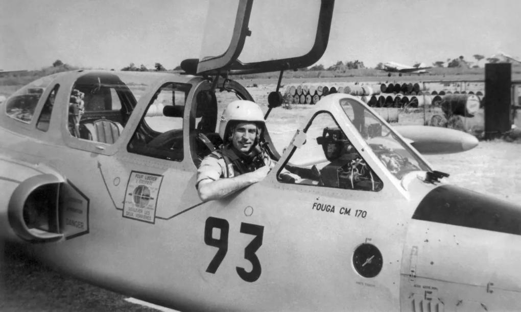 Ян ван Райсегем в кабината на самолета, с който е воювал в Африка.
