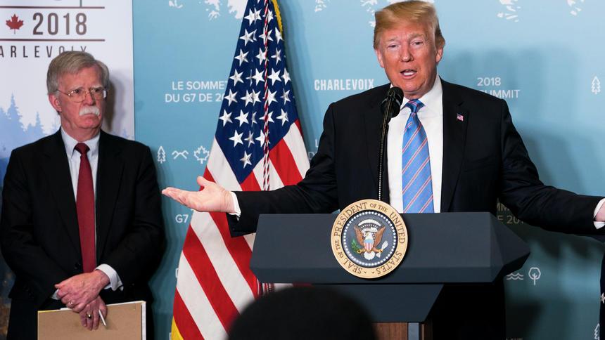 След поредицата оставки, в екипа на Тръмп не са останали много сили, които да озъптяват антииранските настроения на Джон Болтън. Снимка: New York Times)