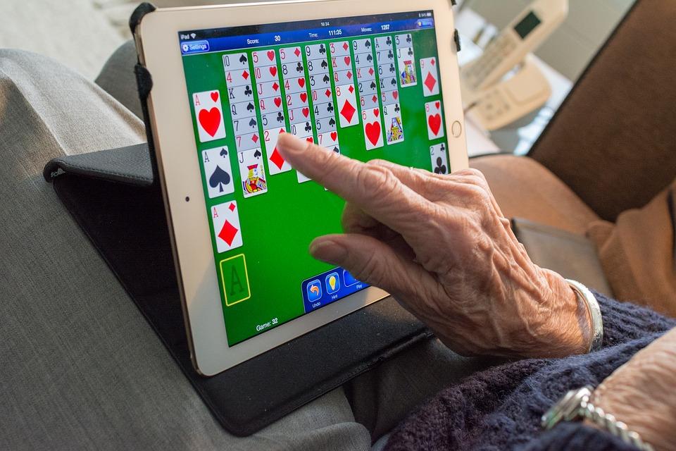 Делът на възрастните ползватели на мрежата е едва 19%. Снимка: Pixabay