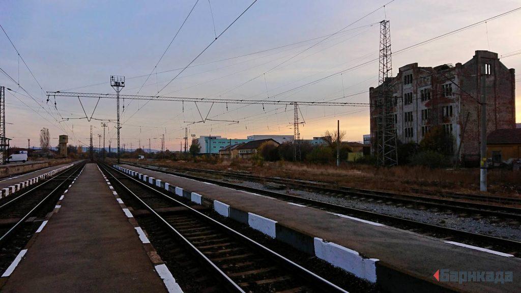 Отказът на инвестиции обрича БДЖ, след като тя загуби монопола си над пътническия транспорт. Снимка: Барикада