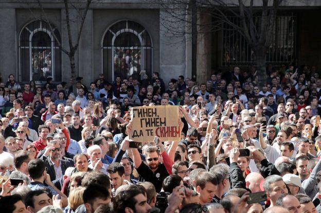 Протест срщу президента Александър Вучич в центъра на Белград. Снимка: Туитър