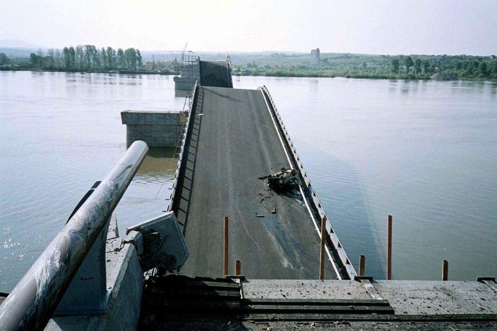 Разрушеният от НАТО мост край Остружнице. Снимка: Российская газета