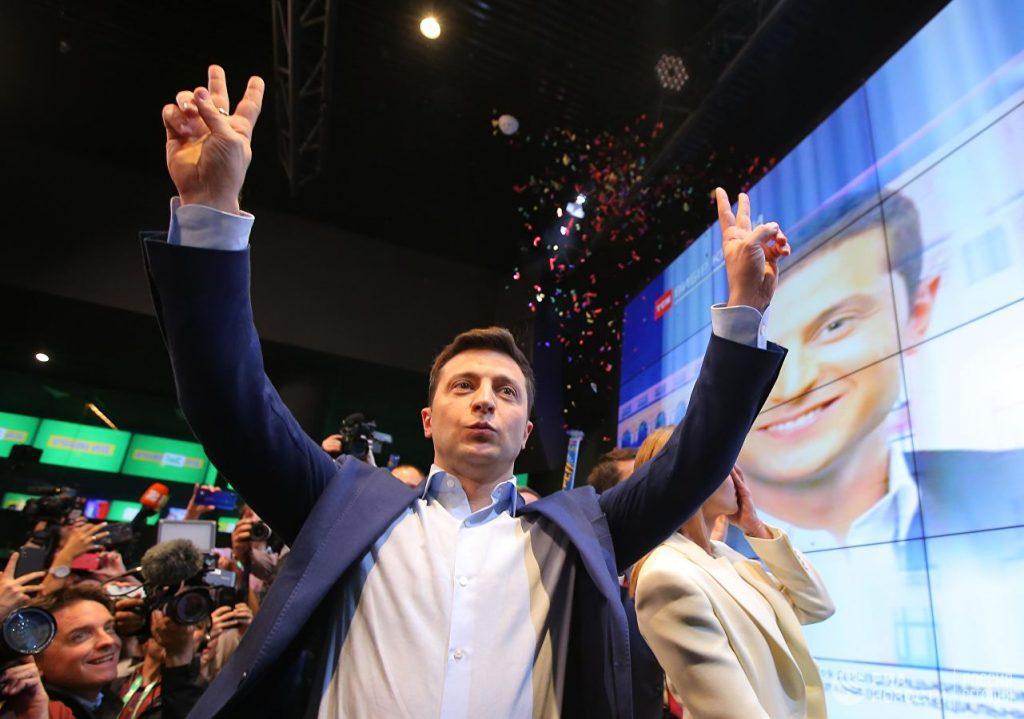Владимир Зеленски се разва на победата си в изборите за президент в Украйна. Снимка: РИА