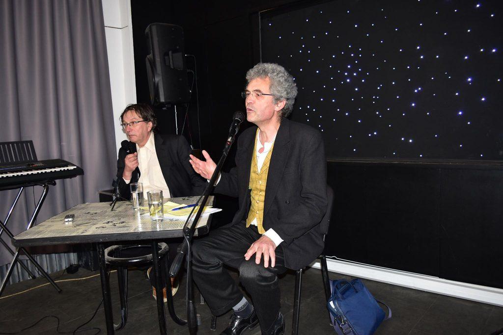 Кристоф Льоклер (на преден план) и Георги Готев по време на дискусията за свободата на словото в СБЖ. Снимка: Мари Къналян
