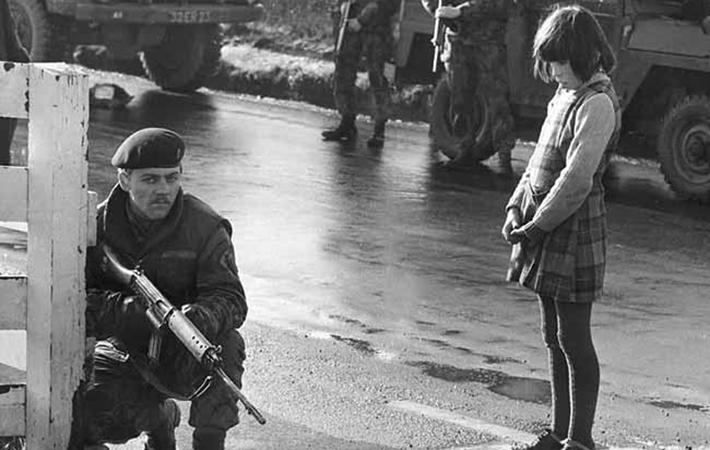 """Британски войник по време на """"смутните времена"""" в Северна Ирландия"""
