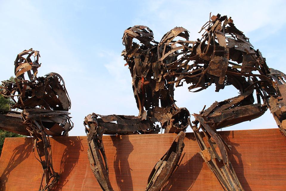 Глобалната икономика много повече се крепи върху роботизирани и изтощени хора, отколкото върху роботи в производството. Илюстрация: Pixabay