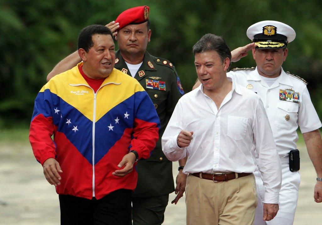 """Срещата между Уго Чавес и Хуан Мануел Сантос в имението """"Сан Педро Алехандрино"""" на 10 август 2010 г. Снимка: EFE"""