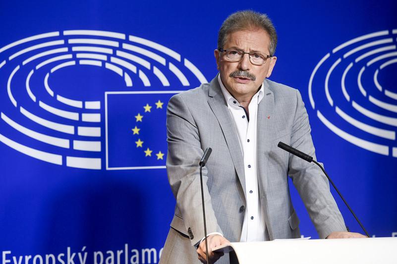 Кандидатът на Европейската левица за председател на ЕК Нико Куе по време на дебата на 15 май в Брюксел. Снимка: Party of the European Left