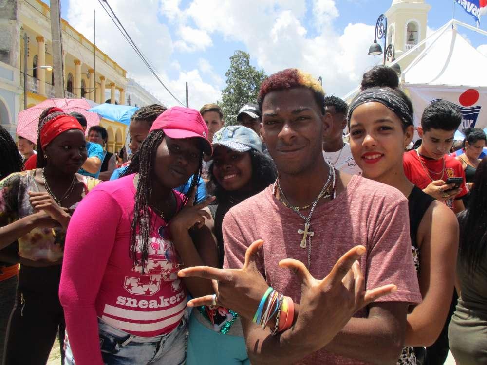 Кубинците сипят усмивки и обич около себе си. Снимка: Къдринка Къдринова