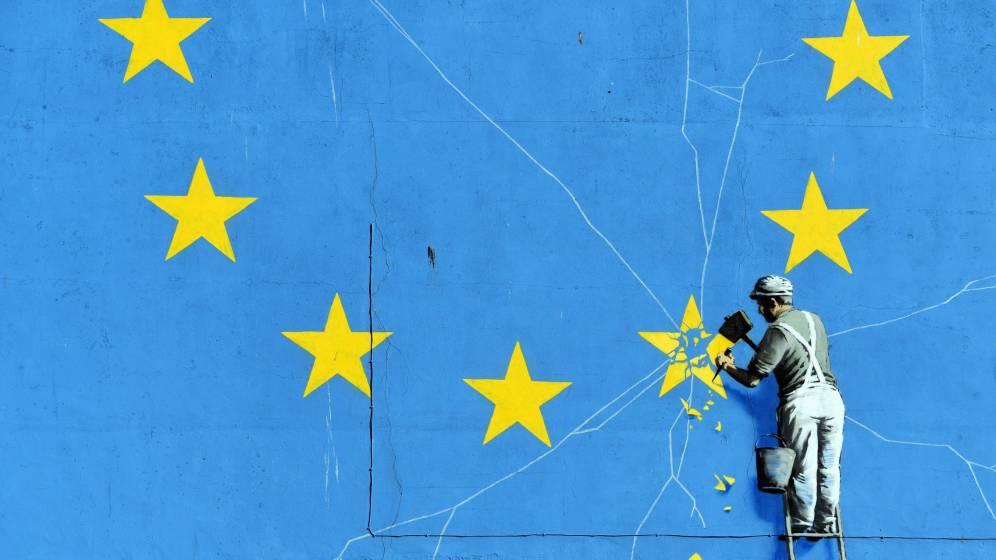 """Така прочутият британски автор на графити Банкси вижда """"реформирането"""" на ЕС - включително и чрез """"Брекзит"""". Снимка: EFE"""