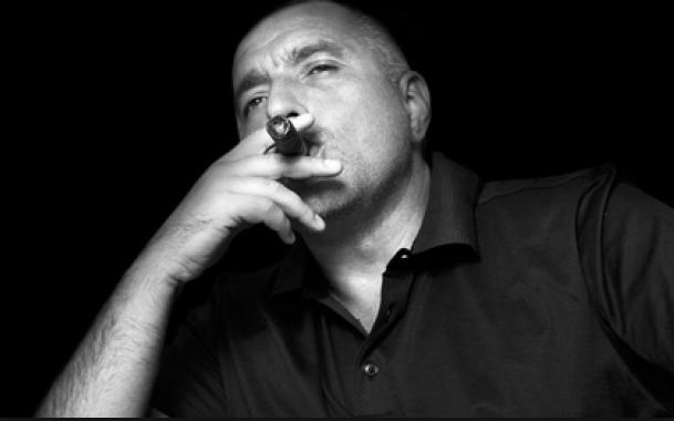 Премиерът Бойко Борисов е любител на качествените пури. Снимка: сп. max