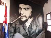 Че Гевара се подсмихва иронично от голям фотопортрет на стената в някогашния му кабинет. Снимка: Къдринка Къдринова