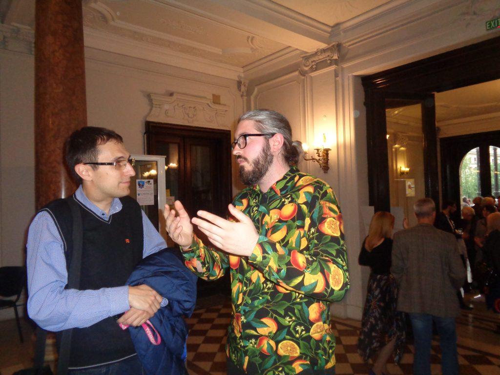 Бенямин Нахтигал (вдясно) в разговор с журналиста Георги Митов. Снимка: Къдринка Къдринова
