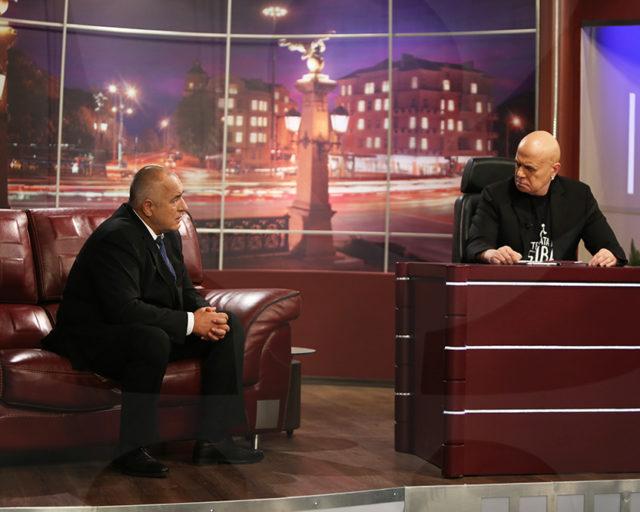 Бойко Борисов при Слави Трифонов, който от години абсурдната популистка идея за премахване на партийните субсидии. Снимка: slavishow.com