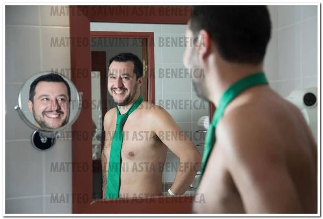 Преди няколко години Матео Салвини хвърли дрехите, за да бори абортите. Снимка: www.quotidiano.net/