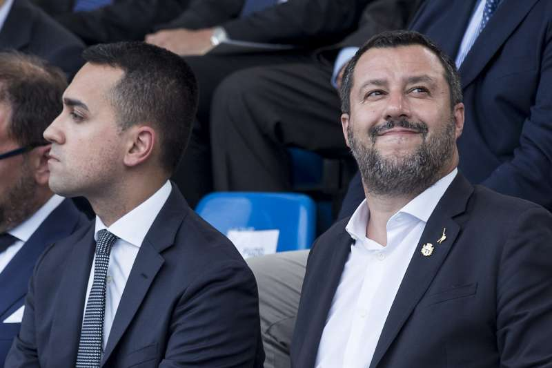 Матео Салвини (вдясно) и Луиджи ди Майо отдавна гледат в различни посоки. Снимка: dagospia