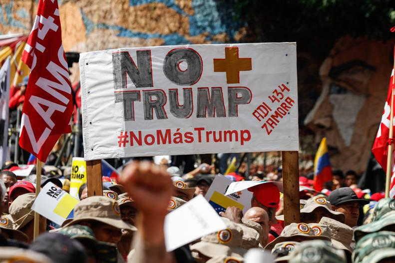 """Под мотото """"Без повече Тръмп"""" (No Más Trump/ No More Trump) по света протича кампания за солидарност с Венесуела и за вдигане на въведената от Доналд Тръмп финансова и икономическа блокада на тази страна. Снимка: Alba Ciudad"""