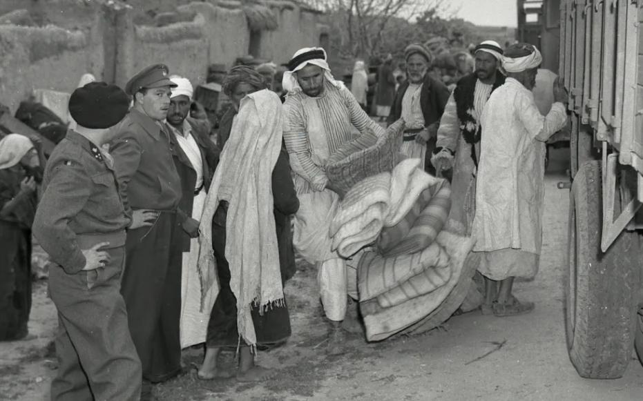 Международни сили съблюдават евакуацията на арабско село през март 1949 г. Източник: Benno Rothenberg/Израелски държавен архив