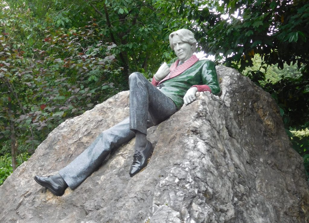 Паметникът на Оскар Уайлд в Дъблин. Снимка: Уикипедия