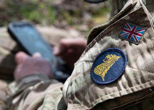 Ако се вярва на началник-щаба на отбраната, специалното звено на британската армия има специалисти дори по арабска поезия.