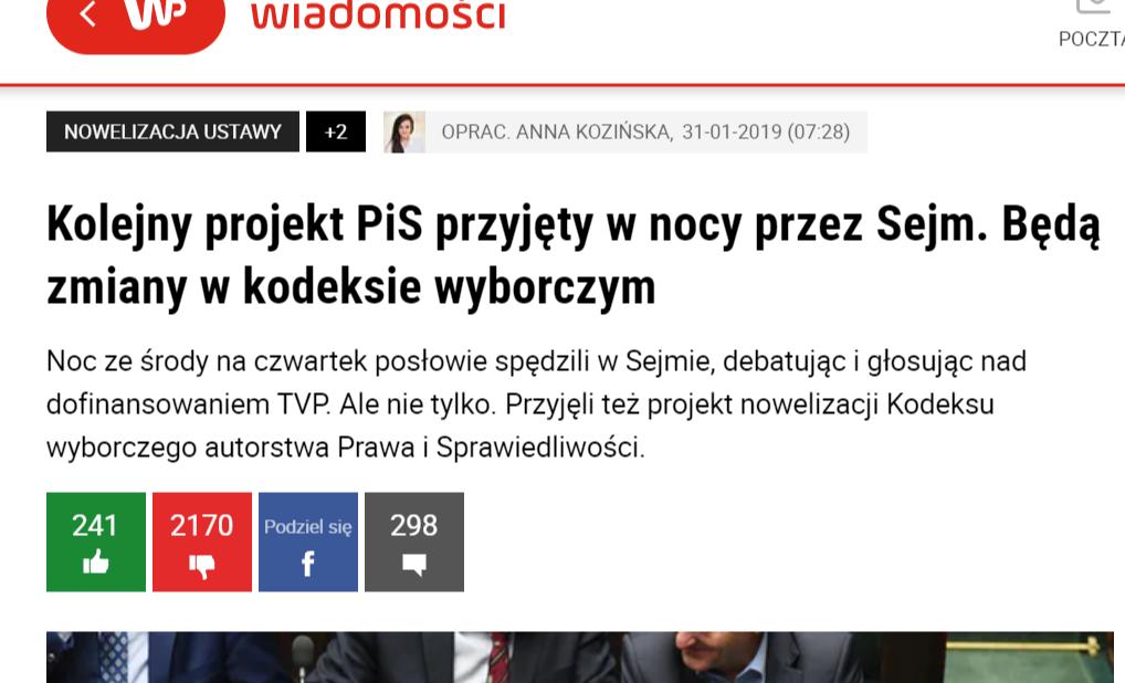 """""""Пореден законопроект приет през Сейма през нощта. Ше има промени в Избирателния кодекс""""–скрийншот на заглавие на статия от полско електронно издание Wirtualna Polska с информация за поредната """"политическа нощна смяна в парламента"""" когато """"Право и Справедливост"""" пробутаха важни промени в един от основните за устройството на държавата закони."""