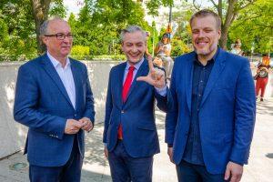 """Лидерите на новата коалиция """"Левица"""": Влодзимиеж Чажасти (вдясно, шеф на СДЛ), Адриан Зандберг (""""Заедно"""", вляво) и Роберт Биедронь (председател на партия """"Пролет""""), източник: Wikimedia Commons"""