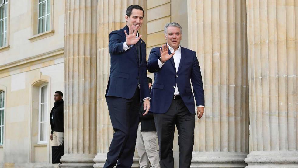 Хуан Гуайдо (вляво) в компанията на своя скъп домакин в Богота - десния колумбийски президент Иван Дуке. Снимка: EFE